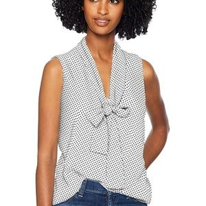 Adrianna Papell: Sleeveless Tie Neck Blouse